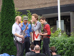 Coldplay (kavita41) Tags: wood city chris music white guy television tv concert martin coldplay live sony gig champion will vida bbc lane jonny studios viva chrismartin buckland berryman willchampion guyberryman 18608 jonnybuckland dsch10 lastfm:event=656337 sonydsch10