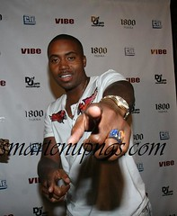 nas at jeezys party ...but still not bussing his gun