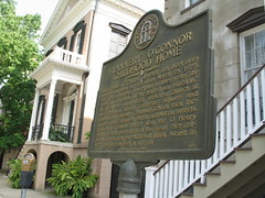 Flannery's Neighbors, Savannah, Georgia, July 2008, photo © 2008 by QuoinMonkey. All rights reserved.