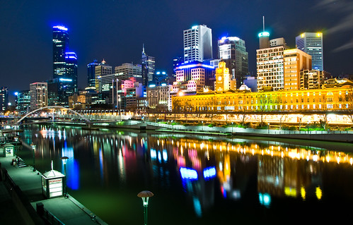 Melbourne, Australia by night by Linh_rOm.