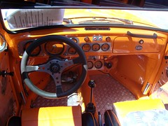 Cockpit im VW Kfer ... (bayernernst) Tags: auto orange cars car vw volkswagen bayern deutschland beetle cockpit boxer oldtimer dashboard autos juli 2008 oldcars vwbeetle kfer aircooled vwkfer armaturenbrett luftgekhlt oldtimertreffen boxermotor volkswagenkfer 05072008 flickrblick oldtimertreffenhauzenberg sn200381