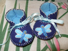 royal blue and light blue handmade baby booties with dragonfly motifs (Funky Shapes) Tags: uk baby insectos love colors animals kids shower shoes autum handmade unique oneofakind crafts insects felt zapatos gift kawaii bebe etsy feltro slippers booties wholesale bebes babygift dragonly funkyshapes babyclothing babyslippers etsybaby