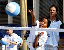 Criança participando de atividade.