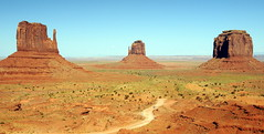 Monumenta Valley 3 (Zenital) Tags: usa color monument america colorado valle arena pietre valley mont montaas monumental dsert oeste indiens amricain zenital westerns monumenta navajos monumentalvalley monolithes
