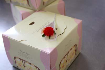 「母の日」苺モンブラン製造風景