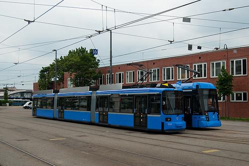 So sah es knapp ein Jahr lang aus: Modernisierte Trambahnzüge vom Typ R2.2 und die neue Variobahn verlassen den Betriebshof nicht.