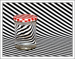 Stripes, Lights and some water (KivetOnRock) Tags: red white black composition canon eos pattern stripes illusion lightning minimalism simple lightbox musta valkoinen asetelma 400d raidat viivat ef287028l kivetonrock minimalistinen simppeli