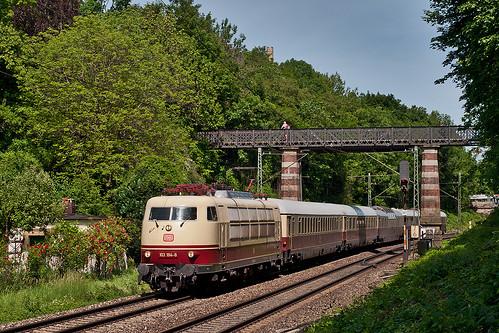 Seltener Gast: Die Kölner 103 184 zieht ihren Sonderzug über den Münchner Südring
