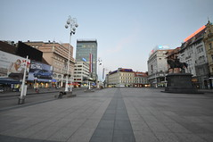 Ban Jelačić Square and statue, now facing north after the Yugoslavia breakup