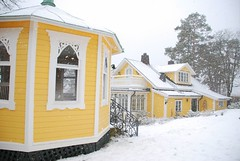 Snowed in (Miss Claeson) Tags: windows house snow yellow garden nikon village sweden dalar nikond80