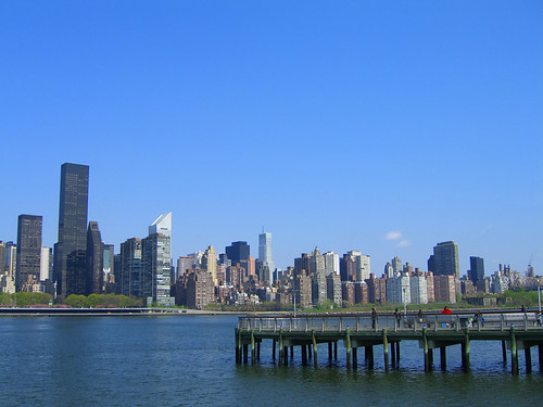 08 04 30 Long Island City construction and manhattan skyline 04.JPG