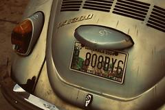 Vendimia (Rai 幻の光) Tags: street morning fruits car vw vintage bug volkswagen photography dawn early nikon market guatemala beetle licenseplate mercado r af madrugada centralamerica xela 1300 quetzaltenango centroamerica f3563 onesandzeros somecrappylens