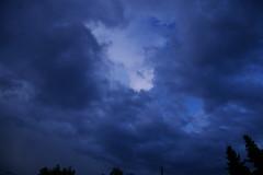 Anglų lietuvių žodynas. Žodis cloud reiškia 1. n 1) debesis; 2)pl daugybė (of); under a cloud nemalonėje;every cloud has a silver lining priež. nėra to blogo, kur į gerą neišeitų;2. v 1) apsiniaukti; 2) užtemdyti;perk. sutepti gerą vardą; to cloud over/up apsitraukti, apsiniaukti lietuviškai.