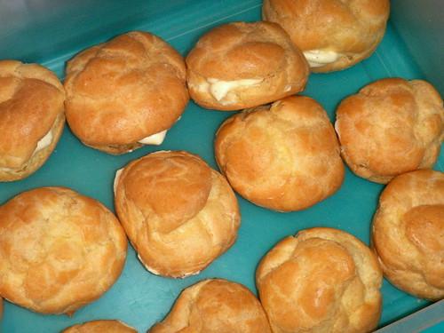 Chiboust cream-filled puffs