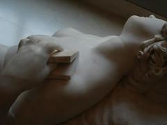 succomber / to succumb / erliegen / ceder (Mr-Pan) Tags: sculpture expression marble marbre ceder musedulouvre erliegen succomber tosuccumb