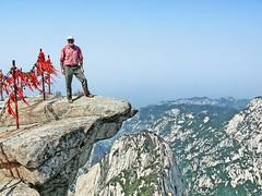 Me atop East Peak Mt Huashan por Daniel Schwabe