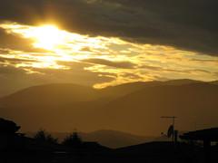 eldorado (Fon-tina) Tags: canon nuvole day cloudy eldorado tramonti antenna luce paesaggio bassano oro orizzonte parabolica bassanodelgrappa orizzonti sonde contemplazione dallamiafinestra canonpowershota720is montagnedorate poinescattimilleperchogniistantetisembradiverso