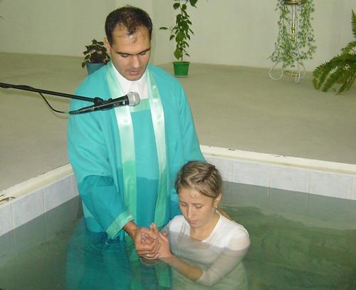 Ce spune Biblia despre botezul pentru cei morţi ?