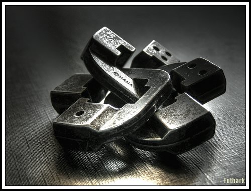"""Hanayama Chain puzzle • <a style=""""font-size:0.8em;"""" href=""""http://www.flickr.com/photos/29952986@N05/2983738129/"""" target=""""_blank"""">View on Flickr</a>"""