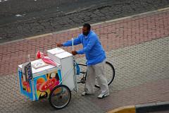 أحب من الناس العامل .. في الكويت (AMMAR Photo) Tags: november d50 nikon el kuwait 2008 gar bnaid