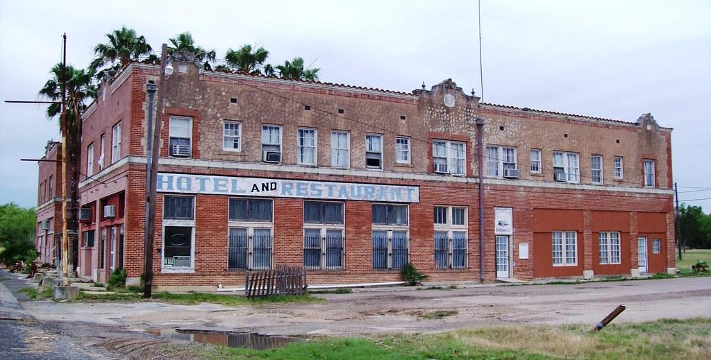 Abandoned Palms Hotel in Catarina, Texas - catarina004x