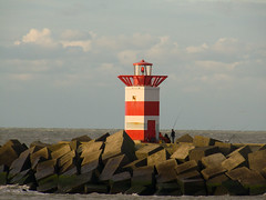 Scheveningen (de_buurman) Tags: sea lighthouse haven netherlands landscape geotagged fishing harbour scheveningen zee panasonic northsea vissen vuurtoren landschap havenhoofd allrightsreserved lumixdmcfz50 ddd4 debuurman edjansen dolledokadonderdag