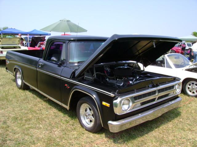 truck 1971 pickup dodge mopar d100 carshow hanoverpa chickenshow sweptline stdavidslutheranchurch