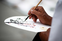 Drawing Up a Fan (DSLR_MANIA) Tags: old man eos design fan korea seoul southkorea ef200mmf28liiusm canonef200mmf28liiusm eos1dmark3 canon1dmark3 dslrmania canon1deos1d