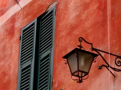 Window - Portofino (fede_gen88) Tags: light red italy window streetlight europe italia streetlamp liguria portofino italians italianriviera tigullio golfodeltigullio flickrchallengegroup 15challengeswinner platinumheartaward tigulliangulf