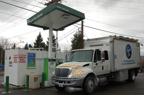 ต้นแบบ ไบโอดีเซล ที่พึ่งประชาชนยุคน้ำมันแพง Filling up at Propel Biodiesel