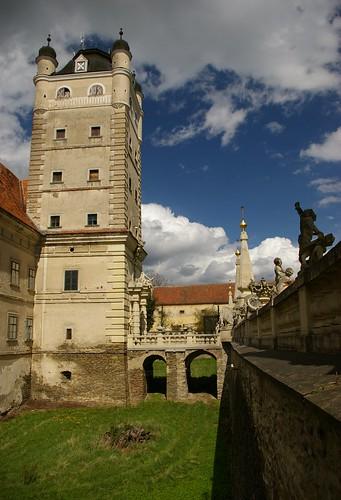 Turm mit Brücke