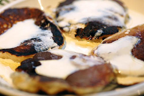 drop scones with maple syrup and cream