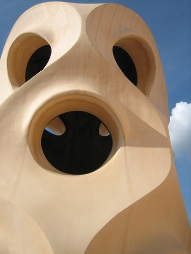 080520. holey chimney close-up. la pedrera.