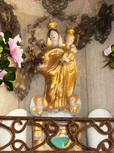 gold madonna detail