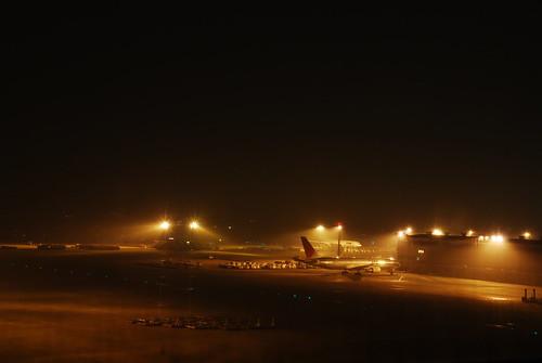 深夜の成田空港