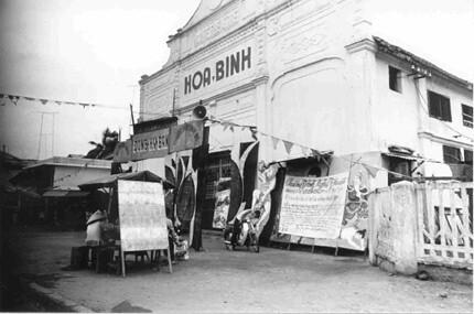 rap Hoa Binh truoc 1975 nay la nha hat tuong 155 PCT by bienthuy251.