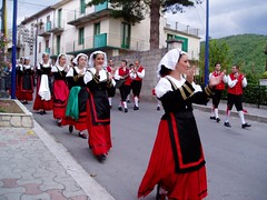 Folklore (3) (alfiererosso) Tags: costumes tradition typical festa redandblack costumi tipico tradizione rojoynegro rossoenero rotundschwarz folkloristic durfesfeiertag feiradelpueblo townsholiday