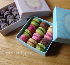 Macarons Ladure (PetitPlat - Stephanie Kilgast) Tags: food france french miniature handmade polymerclay patisserie macaroon minifood collectible 112 franais gateaux alimentation gateau laduree macarons macaron franaise ladure miniaturen oneinchscale petitplat