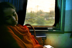 Kerala, train entre Cochin et Calicut (Calinore) Tags: sleeping portrait people woman india train asia sleep interior interieur femme transport kerala asie passager everydaylife inde repos sommeil sieste viequotidienne top150 passagere selectionneespargetty