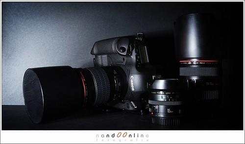 Figuur 3: Huidige materialen voor concertfoto's: Canon EOS 1DmkIII met EF 15mm f/2,8 fisheye, EF 24-70mm f/2,8L USM en EF 135mm f/2,0L USM