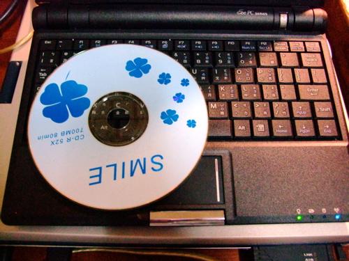 兩片光碟大小的EeePC