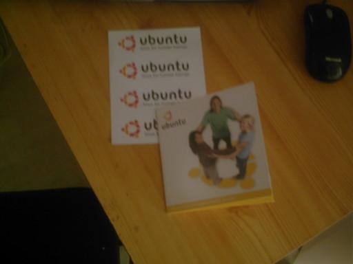CD d'Ubuntu Hardy Heron en 64 bits.