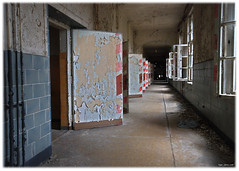 A Warm Welcome (Superlekker) Tags: berlin abandoned broken hospital germany deutschland decay eerie surgery sanatorium exploration derelict brandenburg krankenhaus dereliction trashed verlassen tbc klinik tuberculosis militaryhospital chirurgie lungenheilanstalt beelitz sperrgebiet sowjetarmee lazarett landesversicherungsanstalt rawtherapee heilanstalt beelitzheilstatten sovietarmyhospital itsastrangeplace anjalieder copyrightanjalieder2008