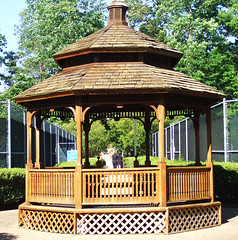 Williamsburg: Ford's Colony: Marriott's Manor Club (bill barber) Tags: gazebo williamsburg jamesriver colonialparkway wildlifepreserve hamptonroads yorkriver fordscolony virginiapeninsula nationalscenicbyway middleplantation historictriangleofvirginia manorclubsequel marriottsmanorclub