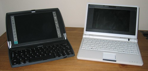 Psion Netbook (left) and EEE PC (right)