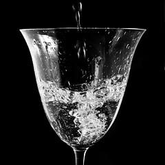 Water(falls) (Felix Neiss) Tags: bw macro water glass blackwhite wasser bubbles minimal sw wineglass schwarzweiss 2008 pouring lightbox tabletop rimlight g9 weinglass strobist offcameralighting 1light luftblschen neiss entfesseltesblitzen eingiesen felixneiss