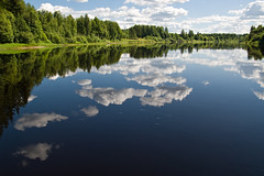 Klarlven ((Erik)) Tags: blue trees reflection green water clouds searchthebest sweden klarlven sverige bukur clearriver doessomebodyknowswhatbukurmeans heldererivier bukurbeautiful