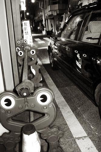 shimbashi_frogs01a-800