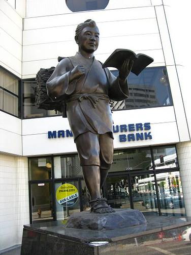日本人雕像.JPG