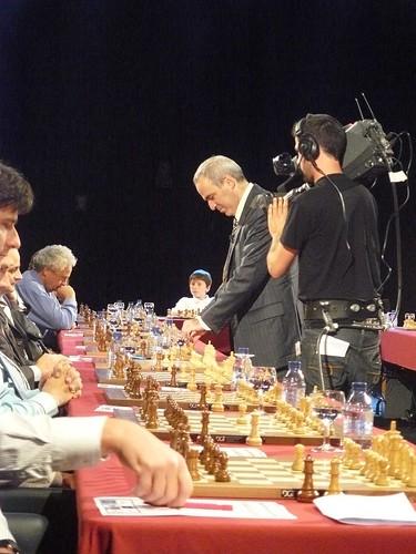 Camera volgt Kasparov